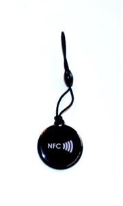 Obrázek Černý okrouhlý přívěsek s logem NFC
